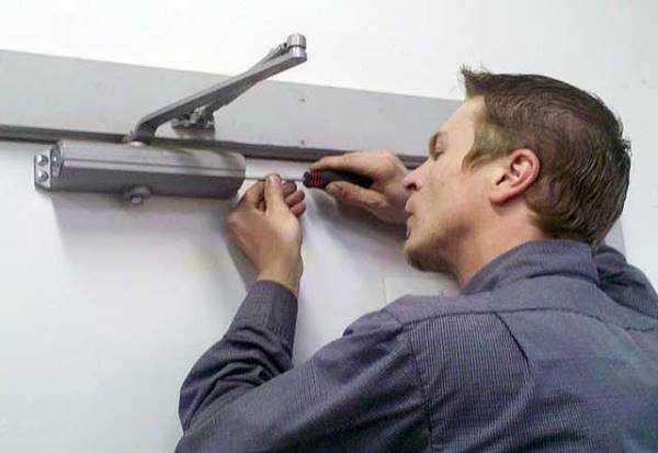 Доводчик дверной ремонт своими руками