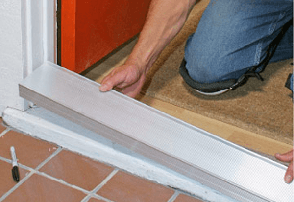 практично ли покрытие пвх на входной двери