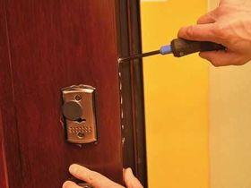 Что необходимо знать про ремонт замков входной металлической двери