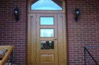 Входные двери из массива дуба и сосны ─ разновидности, преимущества и как их сделать самому