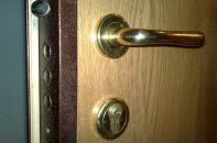 Какой должна быть личинка замка входной двери
