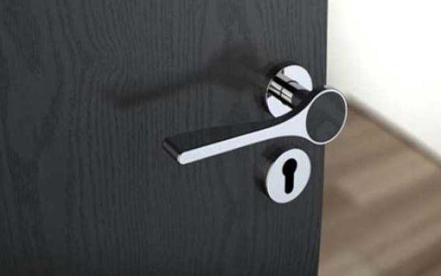 Как разобрать дверную ручку со встроенной защелкой, и возможен ли ее ремонт?