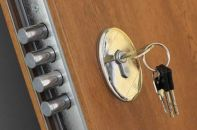 Выбор и замена замков входной двери