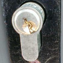 Что делать, если сломался ключ в замке – как вытащить, какие есть методы вскрытия