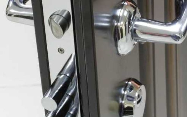 Качественные и надежные замки для входных металлических дверей