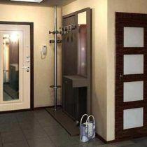 Преимущества и недостатки входной двери с зеркалом