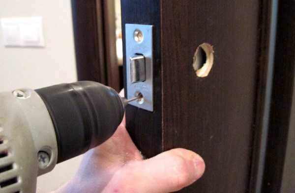 Монтаж замка входной двери