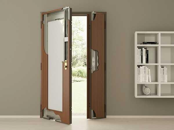 Стальная дверь в интерьере