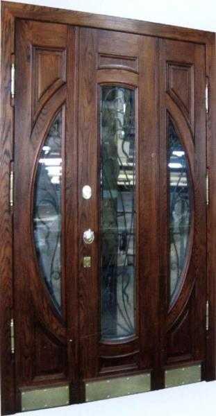 Тамбурная дверь со стеклянными вставками