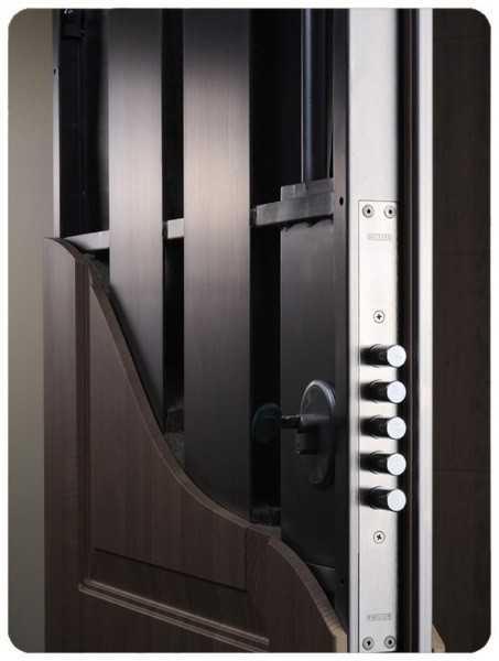 Бронированные двери могут изготовляться толщиной 12 см.