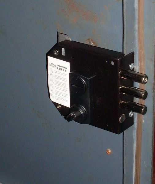 Использование на металлической двери или шкафу