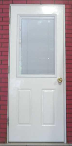 Дверь со стеклянными вставками
