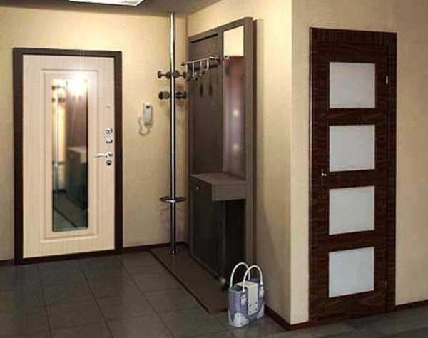Входная дверь с зеркальной вставкой
