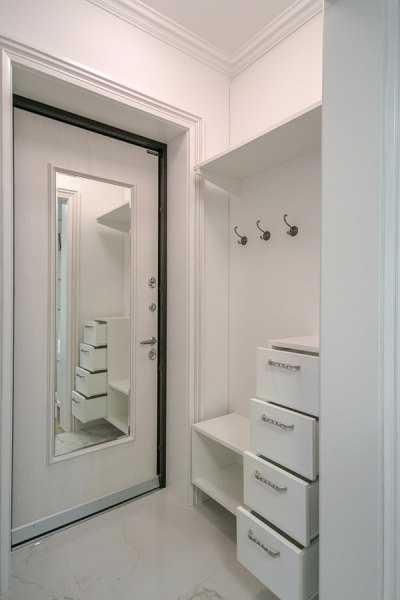 входные двери внутри зеркало