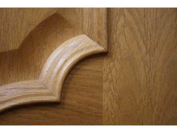 Шпонированная дубовым шпоном дверь