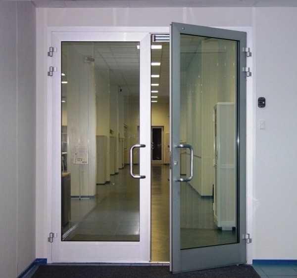 Дверь из коридора в холл