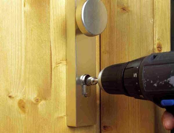 Как вынуть замок из металлической двери
