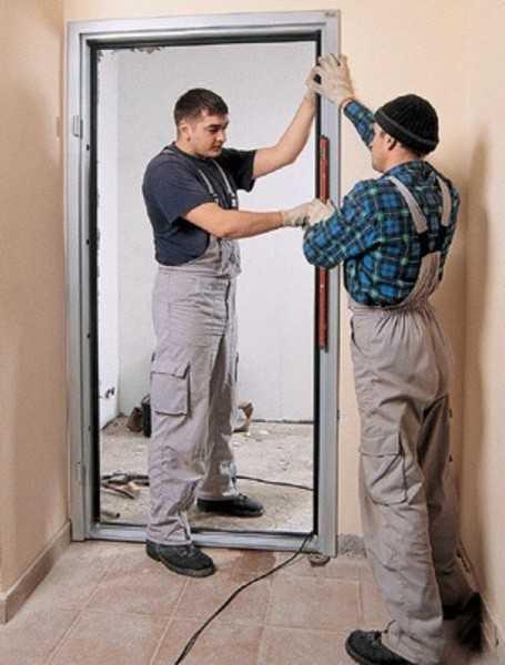 Установка дверного комплекта при входе в санузел