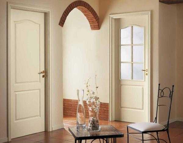 Белые двери: классические межкомнатные двери из массива, шпона или МДФ, расцветки беленый дуб и венге, покрытие глянец, эмаль, лак или ламинат со стеклом.
