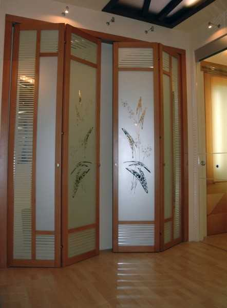 Модели со стеклянными вставками