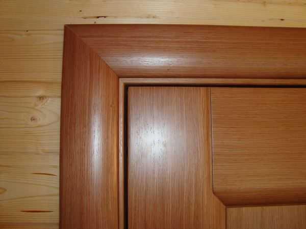 Как установить наличники на двери
