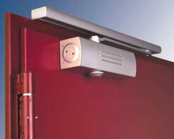 Особых различий между моделями для обычных и противопожарных дверей нет