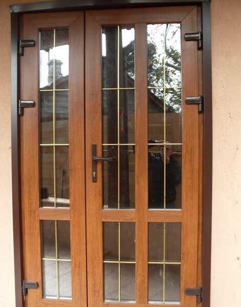 Ламинированная дверь со вставками
