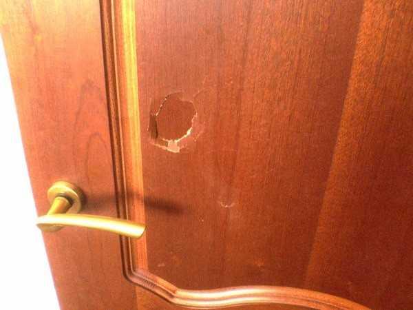 Дверь требует реставрации