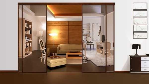 Зеркальные двойные двери купе разделят зал и кабинет