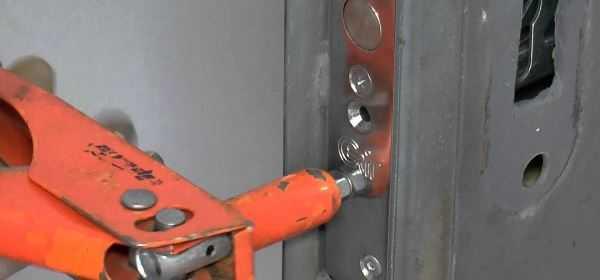 Врезка замка в железную дверь