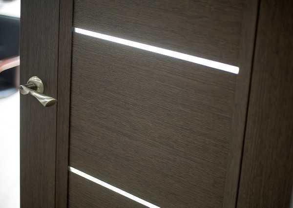 Дверь «Краснодеревщик» Черное стекло
