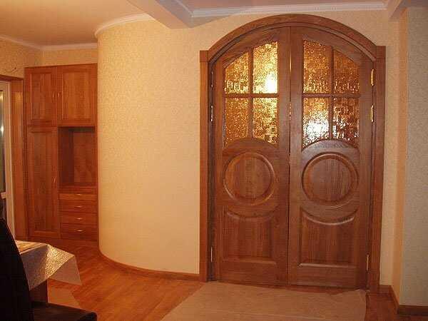 Арочные распашные дверные полотна