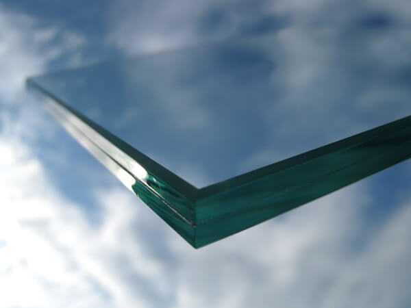Закаленное тонированное стекло с пленкой триплекс