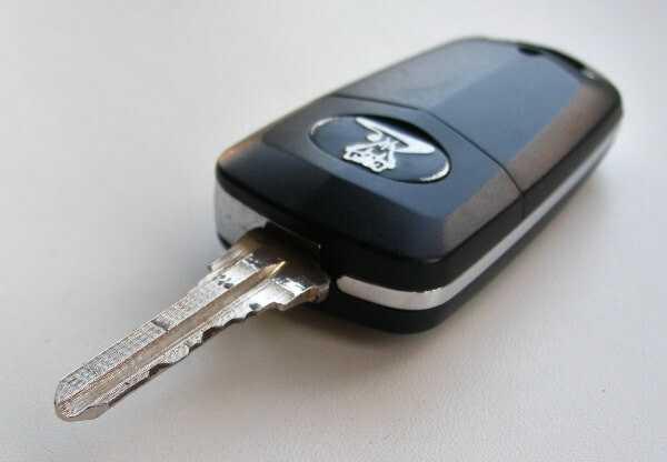Кнопка ДУ можно установить на ключе